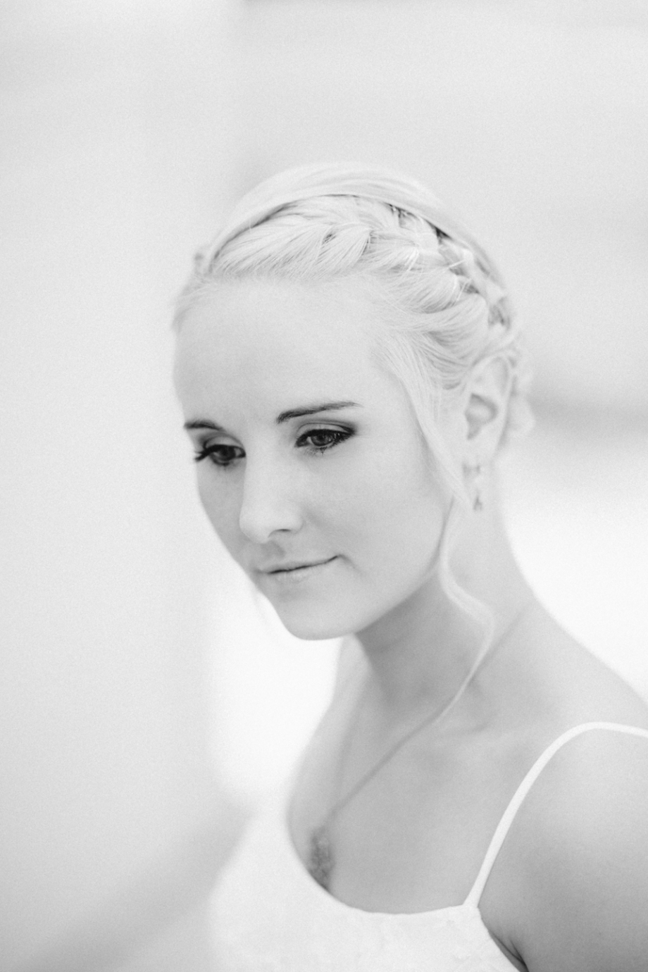 Stunning bride in black and white